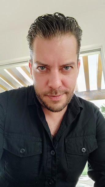 Edy Bravo escritor de novelas y libros de origen mexicano
